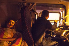 卡车上的你将青春绽放 诠释人生不止眼前的苟且