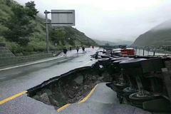 暴雨来袭多地道路坍塌 卡友遇到暴力执法应如何处理
