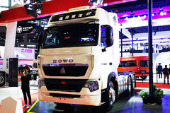 【上海车展】www.js77888.com、8气囊、AMT、防碰撞...你想要的这款重汽T7H全都有