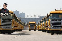 全新智能格尔发渣土车大批量交车广州客户,这场面太壮观了!