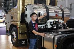柴油、LNG都能烧,排放还是www.js77888.com的,陕汽这款X3000牵引车竟然不挑食!
