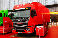 新中体驾驶室+东康6缸机 这辆4X2载货车你喜好吗