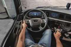 怀挡设计+科技感中控台,新德国曼TGX牵引车内饰终于改版了
