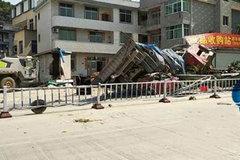 太惨了 9人死亡 8人受伤 福建半挂下坡失控撞上民房