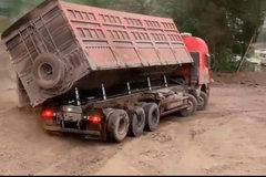 第一次见到前4后12的卡车 这不得悄悄松松100吨?