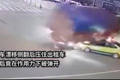 货车路口演出漂移压住出租车后被弹开 出租车:那一刻我惧怕极了