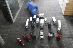 欢迎来到卡家上海停车场 17台车的物流公司算大算小?