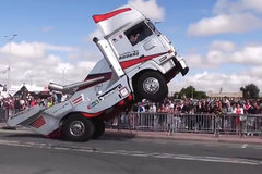 国外才能看到的卡车花式驾驶 很好奇这是怎么操作的?