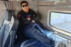 平头卡车装上了头等舱座椅 卧铺居然还有那么宽 这谁家的车这么横?