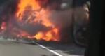 大货车高速突然起火爆燃 司机跑了 卡嫂吓哭了