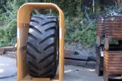 大轮胎爆炸都这么猛 没有框架挡着杀伤力太大