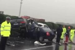 雨天开车小心!2016年泸宁高速特大交通事故50车连撞