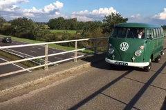 外观萌萌哒 老大爷驾驶1964年大众老爷车