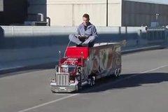 开这种卡车上路,交警都看呆了!