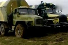 """部队的卡车深陷泥潭怎么办?老司机看了""""还能这样?"""""""