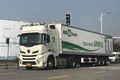 图森演示自动驾驶卡车 工信部部长试乘后都说好!