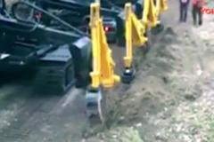 货车开始配上了4个挖臂, 还是头一回看到这个设计!
