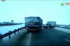 敢这么风骚的开这种卡车,至少也得是10年的驾龄的老司机