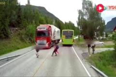 沃尔沃卡车这一个功能,已挽救几万条人命.