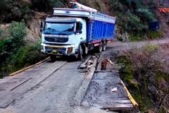告诉你什么是老司机, 这开卡车技术还过的去吧?