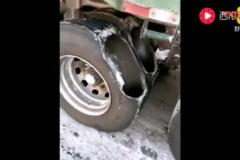 就服这位货车司机,能把轮胎用成这样我也醉了