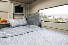 有床有沙发还能看电视 驾驶室还能这么舒服?