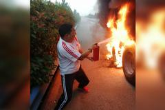轮胎着火百万货物险被烧 货车冲卡代价大