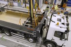 实测!沃尔沃卡车承载214吨瞬间冲击 结果……裂了