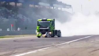 国外卡车漂移比赛,现场给卡车换轮胎全过程