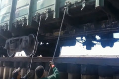 火车车厢装满煤矿是怎么卸下来的?今天算开眼了