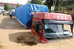 20辆卡车深陷1米厚淤泥,这年头,老天爷也跟卡友作对