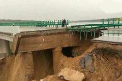 实拍:受暴雨影响陕西榆林无定河大桥垮塌 大道变断路