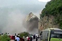 突发!北京房山山体塌方 巨石泥土倾泻而下
