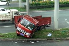 成都:一声巨响 货车内一死两伤