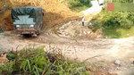 这货车司机,让一个上坡弯道难住了