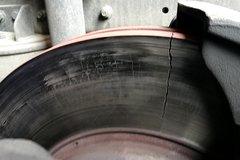 运行15万公里的制动盘出现批量开裂故障 背后的原因竟然是...