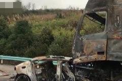 保时捷迎面撞上大货车引发大火,车内人员全部烧死