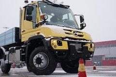 最低稳定车速每小时130米 雪天试驾奔驰乌尼莫克U423
