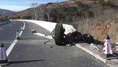 京承高速上一辆大罐车从21米高桥上坠下,卡友逃过一劫
