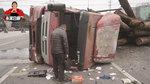 电动车随意变道导致卡车侧翻1死2伤 谁应承担事故后果?