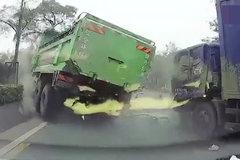 佛山一货车疑突然失控冲向对面车道 致多人受伤