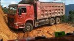 大货车司机窄路掉头,看着心惊肉跳!