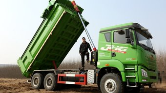 有劲儿、结实抗造、还舒适,真实工地环境试驾JH6自卸车!