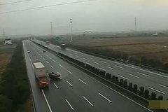 浙江一高速发生车祸,大货车的主要负责? 监控告诉你不是这样!