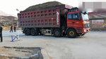 看着崭新的水泥路,大货车倒车就压了一下,地面是用面做的吗?