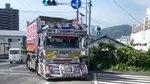 这卡车也太拉风了吧,啥时候我也能开上这么酷炫的卡车啊!