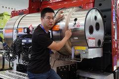 自重8.85吨,配锡柴440马力国六燃气机,解放领航版有LNG牵引车了!