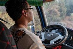 【愛聊車】加速要快、平路要穩、杜絕拖擋,這樣開卡車,想費油都難!