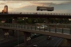 """这车""""飘""""了!2000架无人机吊起40吨重卡车一起飞..."""