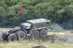 前苏联的军用卡车 8X8驱动,如今来看依然很强悍!